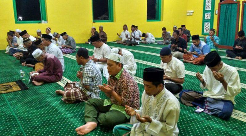 Warga Lingga Berdoa untuk Sultan Mahmud Riayat Sya...